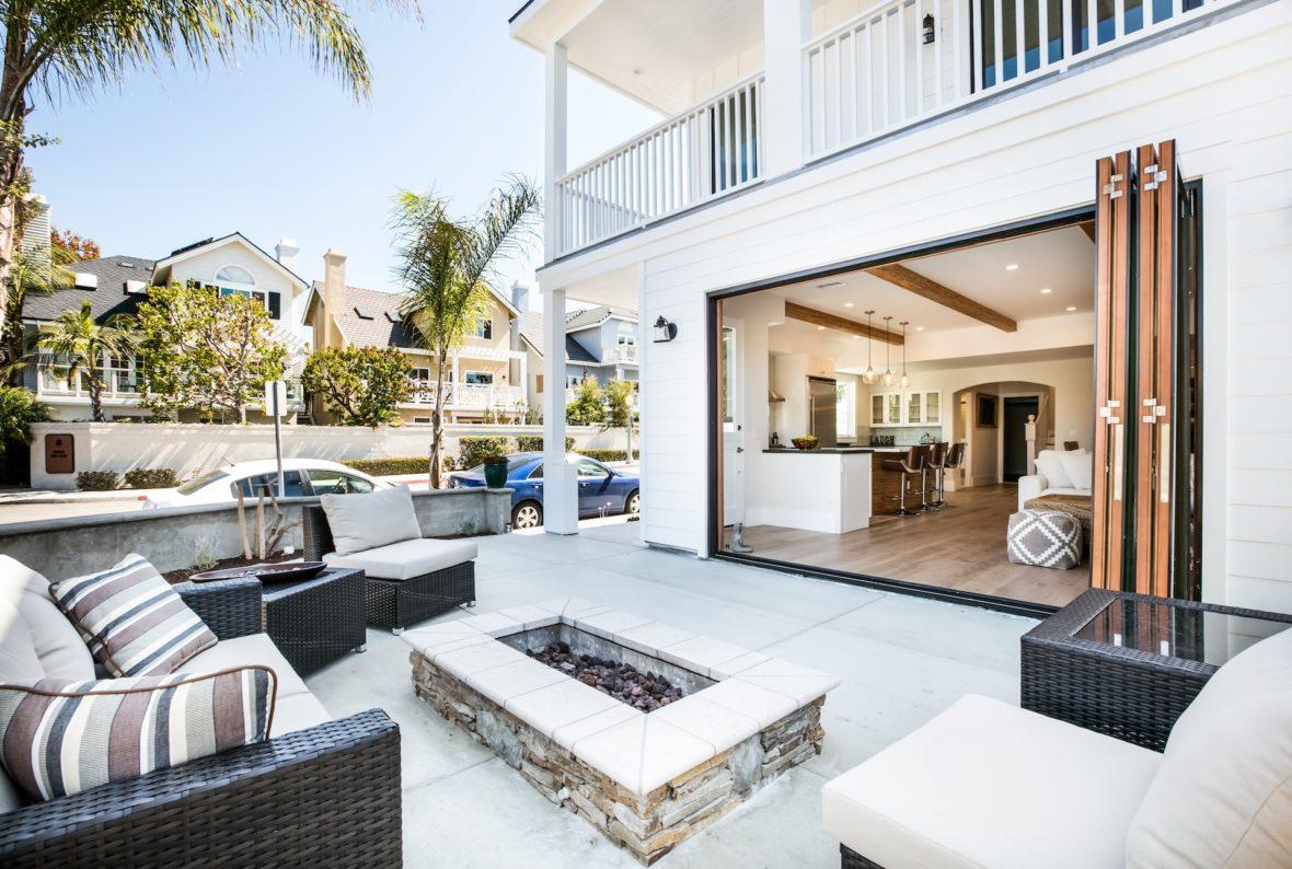 outdoor patio contemporary architecture in newport beach
